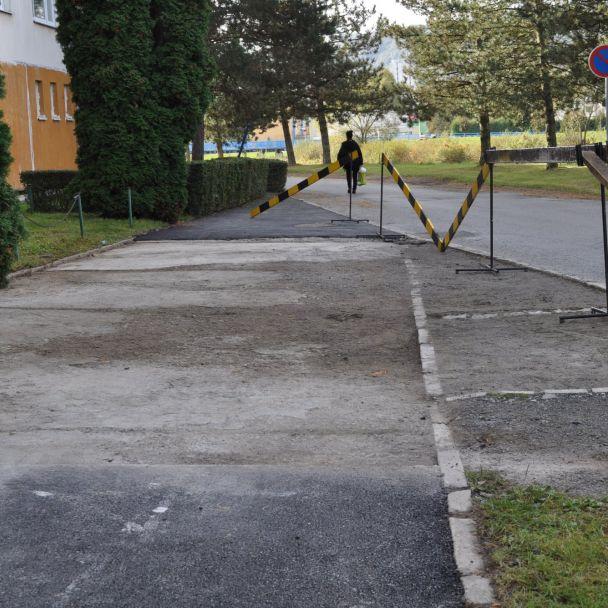 Opravy chodníkov a miestnych komunikácií